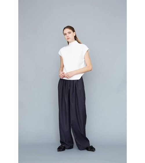 Loose pleat-front trousers