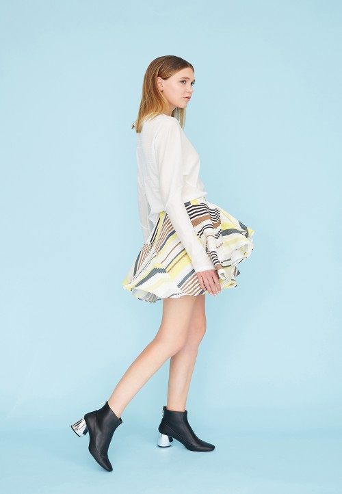 Short skirt with godets