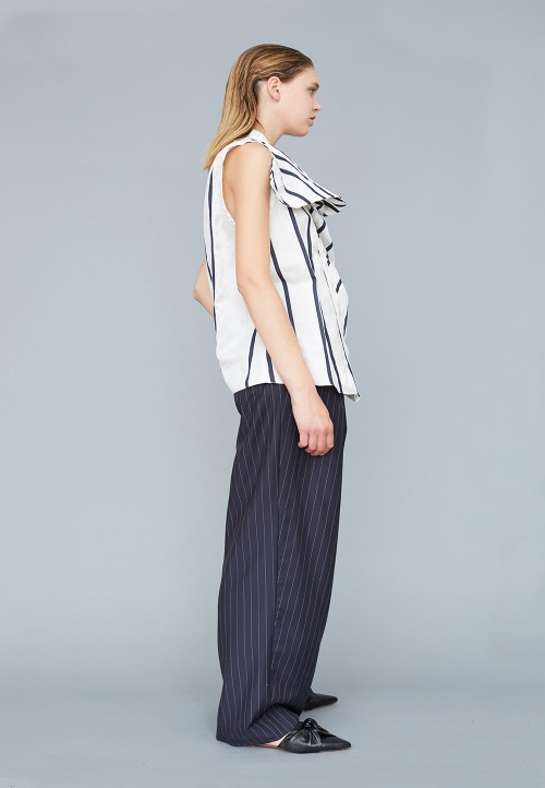Asymmetric top with draped effact