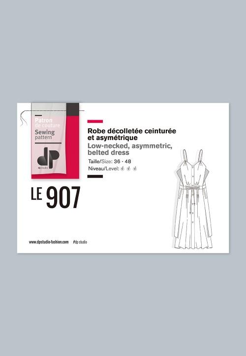 Le 907 - Robe décolletée, ceinturée et asymétrique
