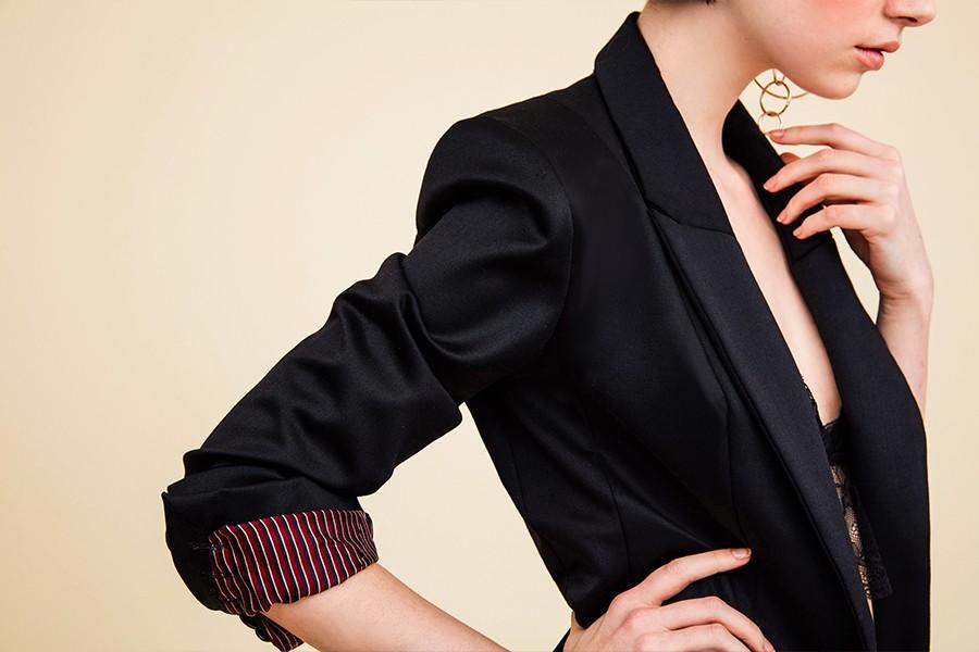 Veste tailleur, un bouton