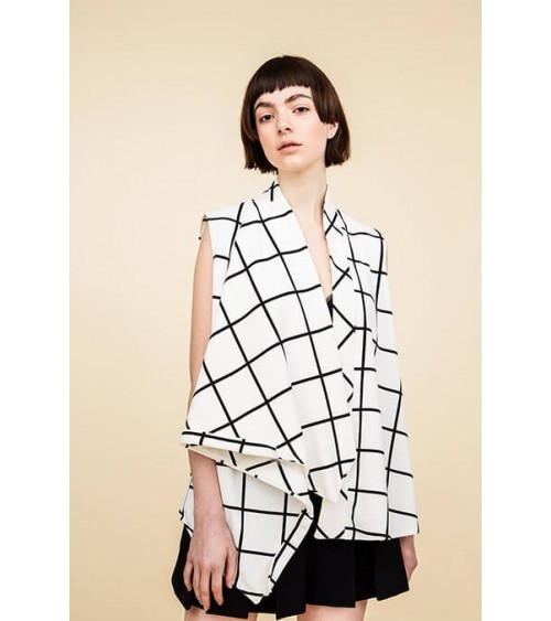 Asymmetric top with draped effect