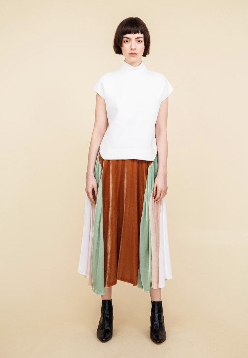 Skirt with godets and seam detail