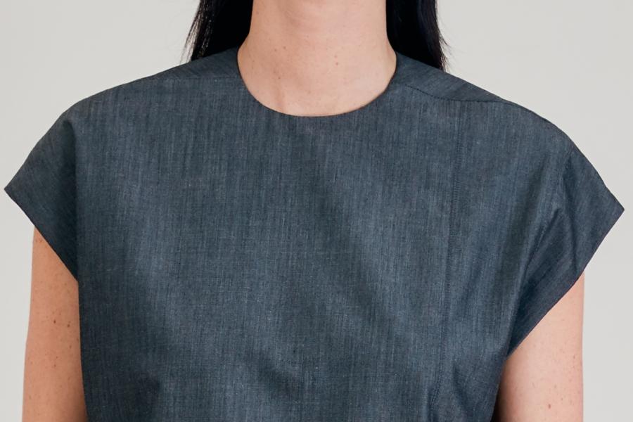 LE 514 Léo Top à découpes asymétriques effet gris strié