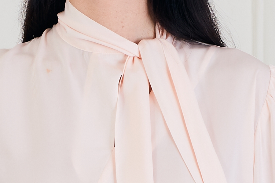 Le 608 Léa Blouse à col noué soie rose