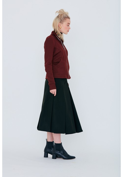 Le 416 Pleated skirt worn on the waist with pointed yoke