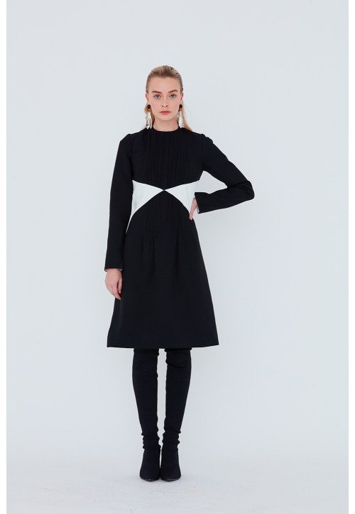 Le 930 Dress with seam detailing and pin tucks