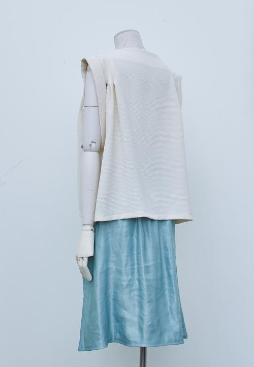 5005 Sleeveless pleated blouse