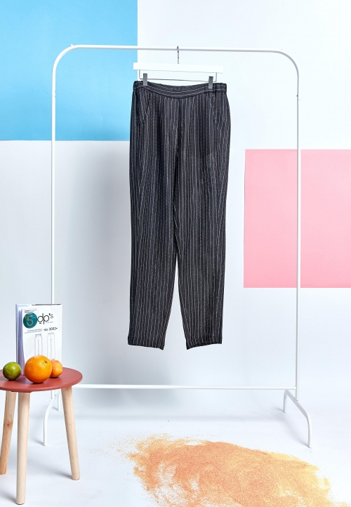 Le 3003 PDF Loose trousers with elastic waistband and slant pockets.