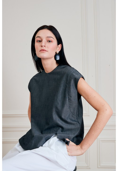 LE 514 Top with asymetric seam detailing